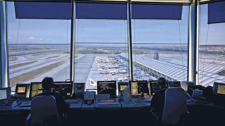 SACTA, como sistema ATM en servicio, tiene como principal objetivo la seguridad del tráfico en todos los sectores del espacio aéreo. / FOTO_PABLO NEUSTADT