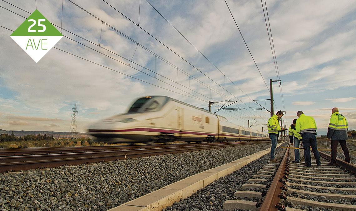 BASES DE MANTENIMIENTO. Ineco lleva desde hace 25 años la asistencia técnica de vía e infraestructura en la línea de alta velocidad Madrid-Sevilla, un trabajo que se realiza desde las tres bases de mantenimiento de Adif: Mora, Calatrava y Hornachuelos. / FOTO_ELVIRA VILA