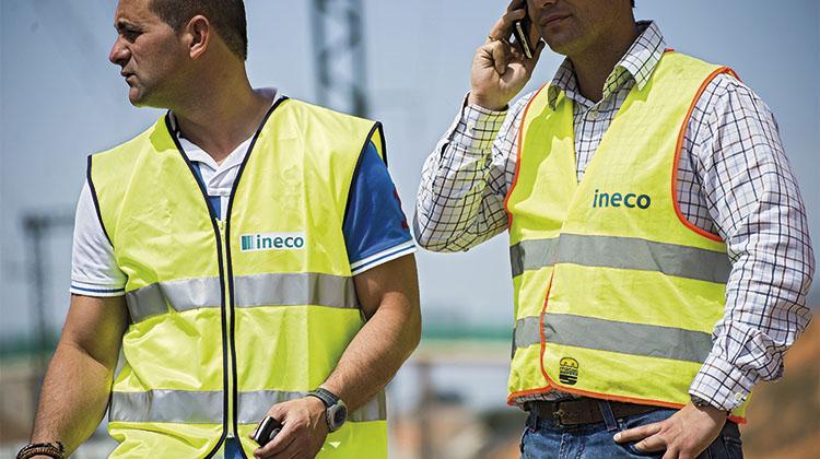 Técnicos de Ineco supervisando la obra. / EV