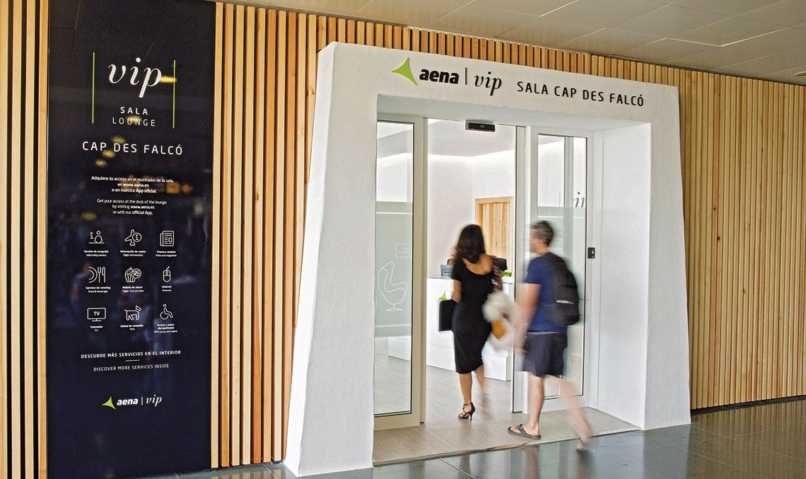 La sala VIP dispone de zona de estancia para el pasajero, zona de restauración y de ofimática, y una pastilla que alberga los aseos y las zonas de servicio.