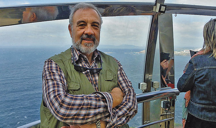 Nacido en Alcalá de Henares (1953), Juan-Francisco Rebollo es licenciado en Ciencias Físicas, máster en Gestión Portuaria y Transporte Intermodal. Durante el periodo 2014-2018 es presidente de la Asociación Internacional de Ayudas a la Navegación Marítima y Autoridades de Faros (IALA).