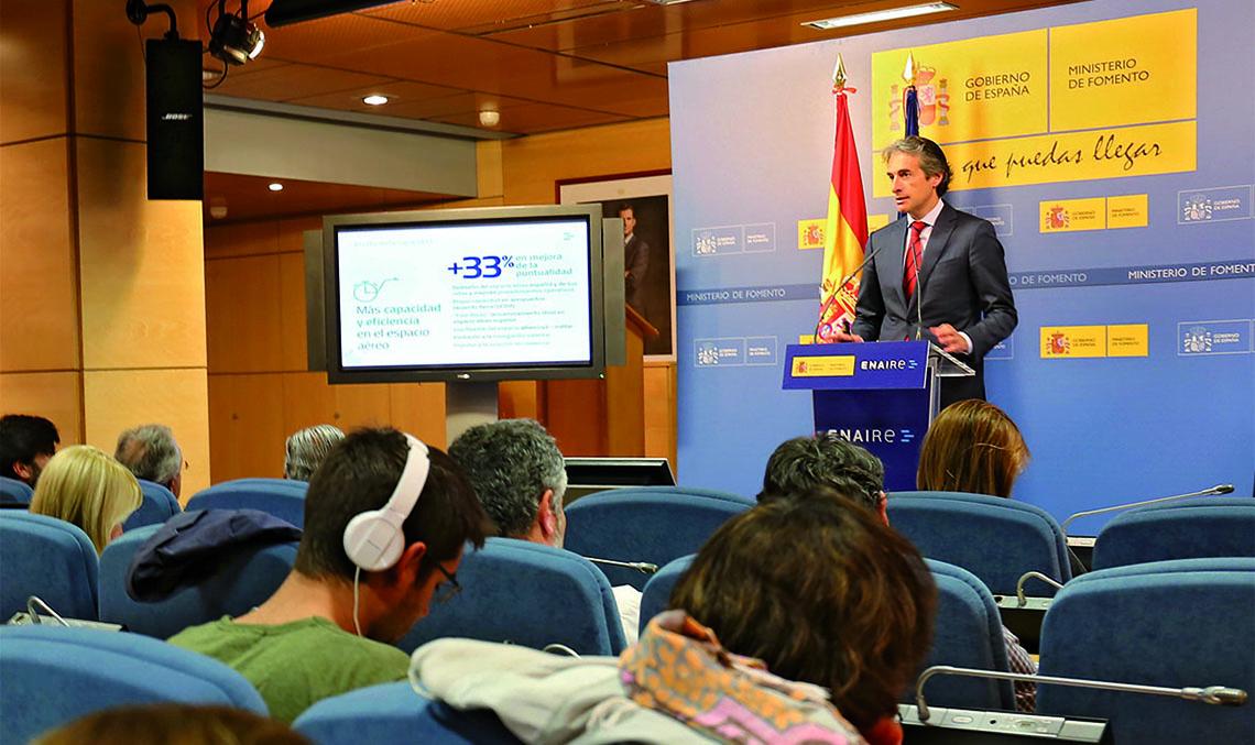 NAVEGACIÓN AÉREA. El ministro de Fomento, Íñigo de la Serna, en la  presentación del Plan de Vuelo 2020 de ENAIRE.